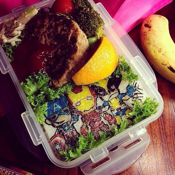 おはようございます〜! 昨日ワンタッチ帰って来たパパさん、今日からまたタイへ出張です 子供たちもさみしいけどがんばってます♥️ 今朝はリクエストによりMARVEL Heroesで(≧∇≦) 来週で今学期も終わり!早くお弁当から解放されたいww - 72件のもぐもぐ - MARVEL Heroes Lunch box ✨ by Yuka Nakata
