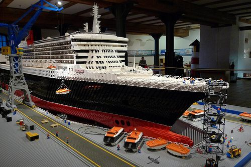 Queen Mary 2 en Lego. El cabrón que regale esto a mi hijo ...
