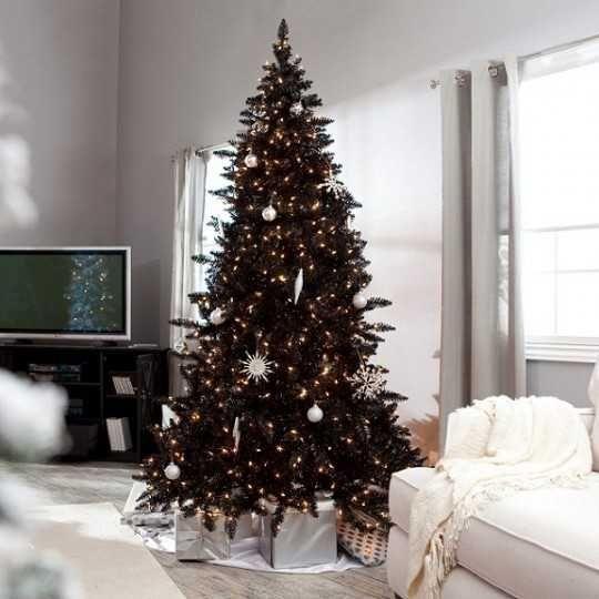 25 Black Christmas Ideas for Romantic Winter Holiday Decor