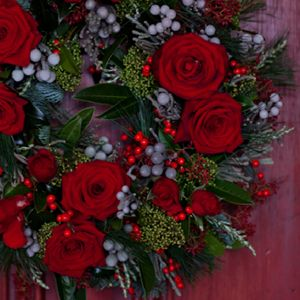 Red Rose Wreaths Red Rose Christmas Wreath Christmas Wreaths Christmas Flowers Red Rose Wreath