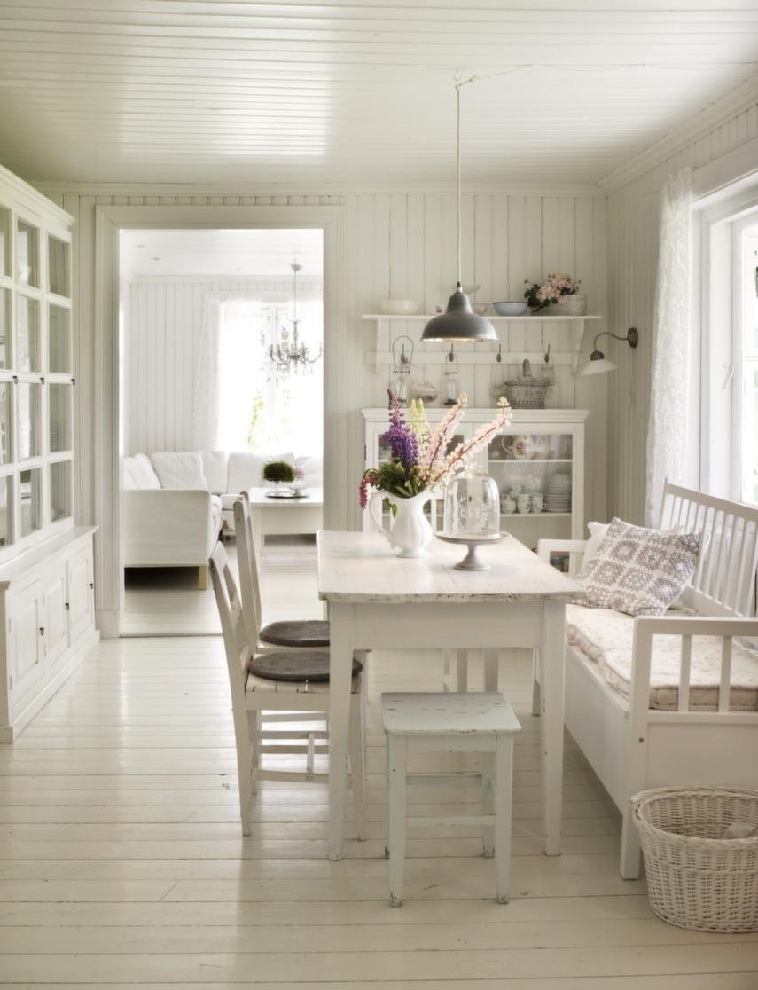 alles in wei mit industrieller lampe soo sch n. Black Bedroom Furniture Sets. Home Design Ideas