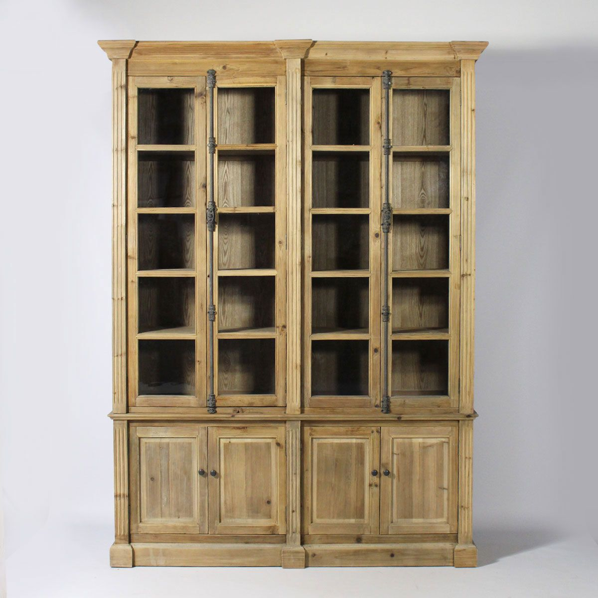 meuble biblioth que en bois recycl biblioth que vitr e authentique et pleine de charme. Black Bedroom Furniture Sets. Home Design Ideas