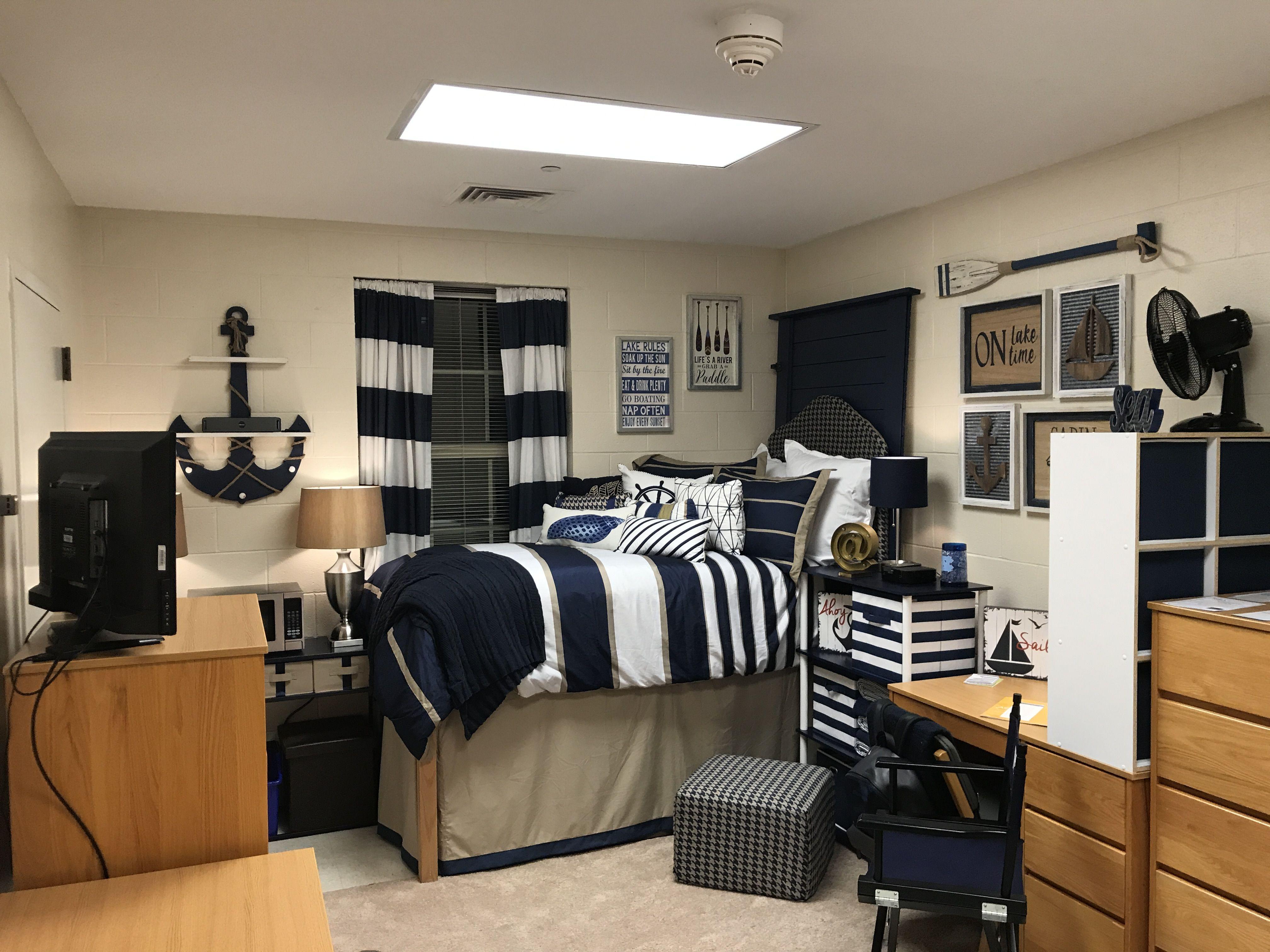 Best Boys Dorm Room Unc Chapel Hill 2018 Dorm Room Decor 400 x 300