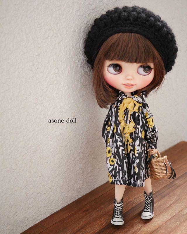 good morning 今日は暖かくなりそうだけど 風がつよいです シャツワンピモノトーン 花子大人っぽいね blythe blythedoll blythestagram custom dolls big eyes dolls
