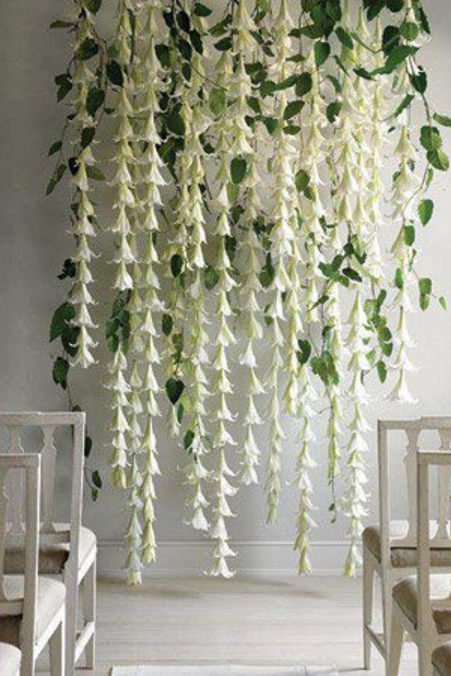 Bltenvorhang aus weien Lilien liee sich