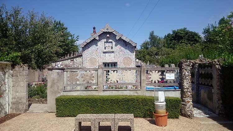 La Maison Picassiette est lu0027œuvre de Raymond Isidore, né à Chartres