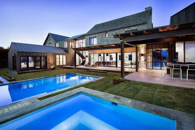 modernes bauernhaus mit zwei schwimmbecken traumhäuser