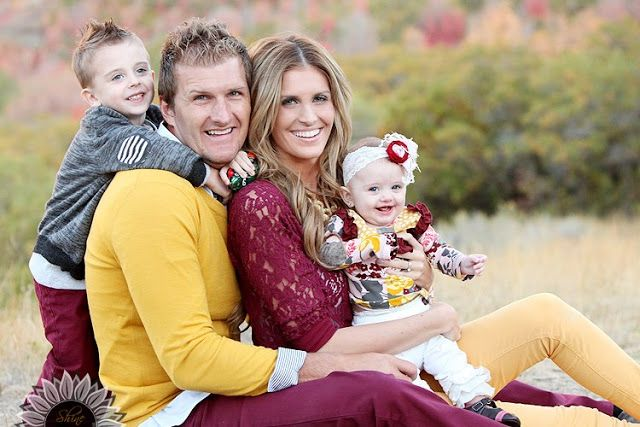 How to dress for family photos with over 100 ideas in all colors, Picture Clothes by Color Series-Yellow. Capturing-Joy.com #family #portraits #photography