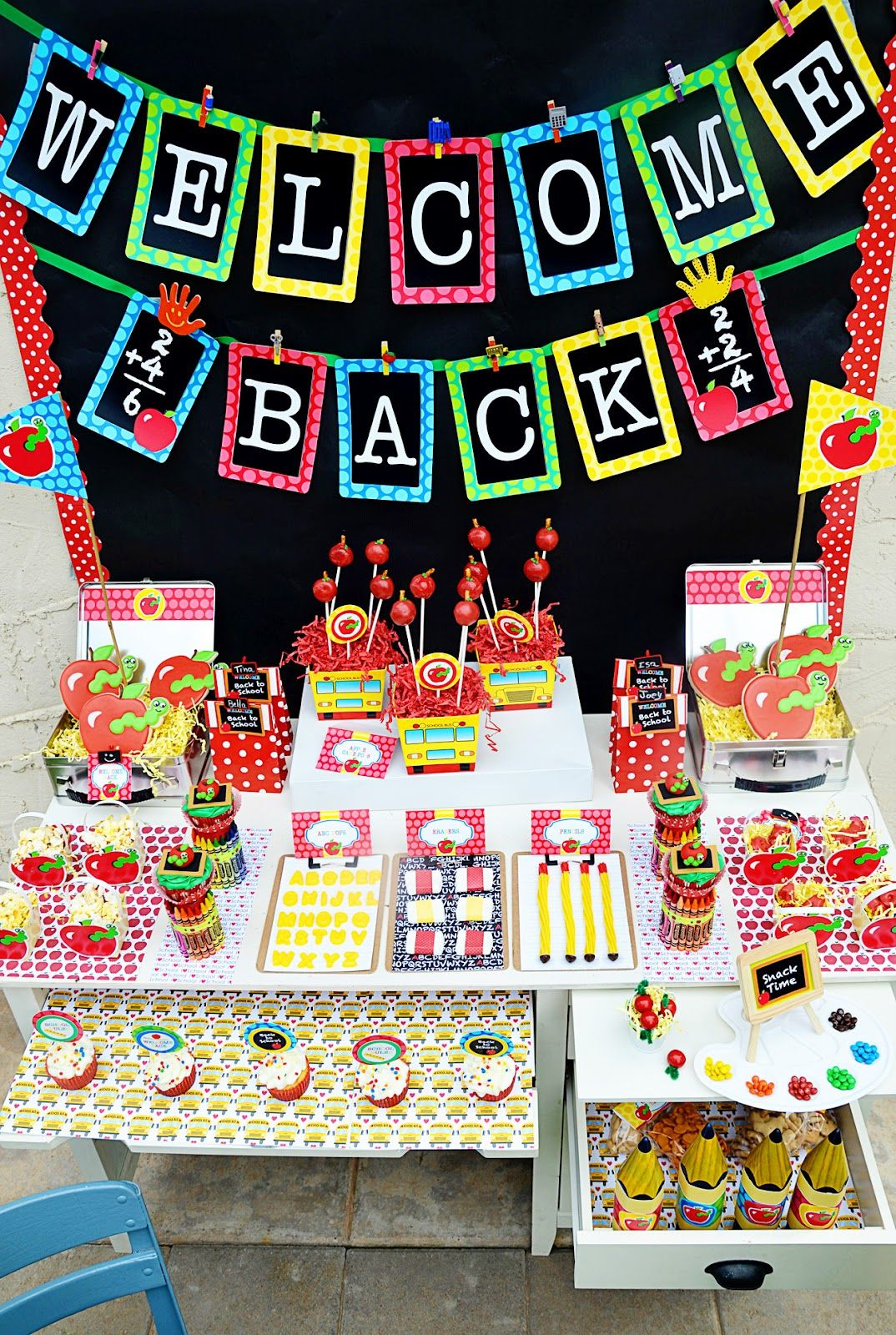 Amanda S Parties To Go Back To School Free Printable School Celebration Back To School Party School Parties