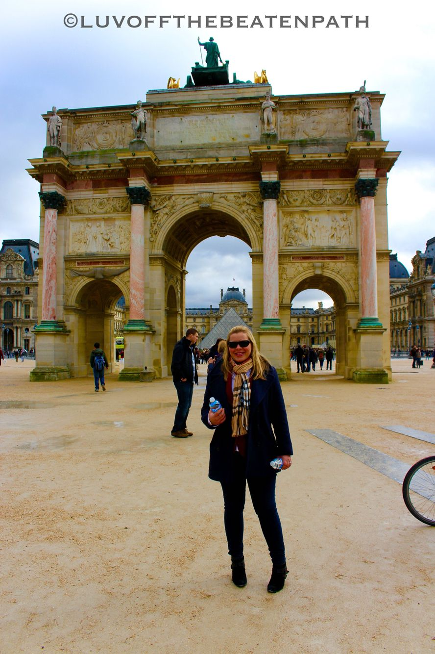 Me Amanda In Paris Louvre Behind Me And The Arc De Triomphe Du
