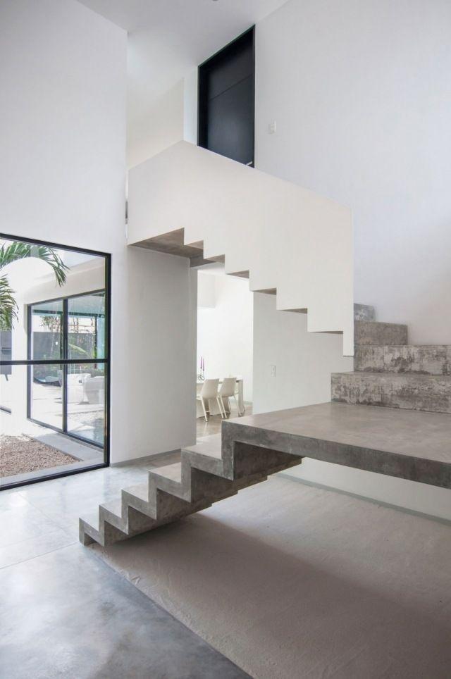 Treppenhaus gestalten schöner wohnen  Sichtbetontreppe ohne Geländer-weiß gestrichene Raumwände | Treppe ...