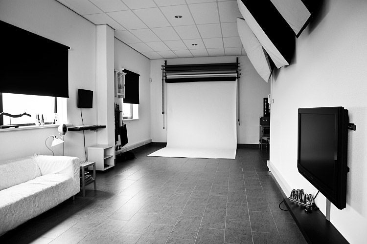 Blackout shades but natural light on one side photography studio layouts for Interior photography lighting setup