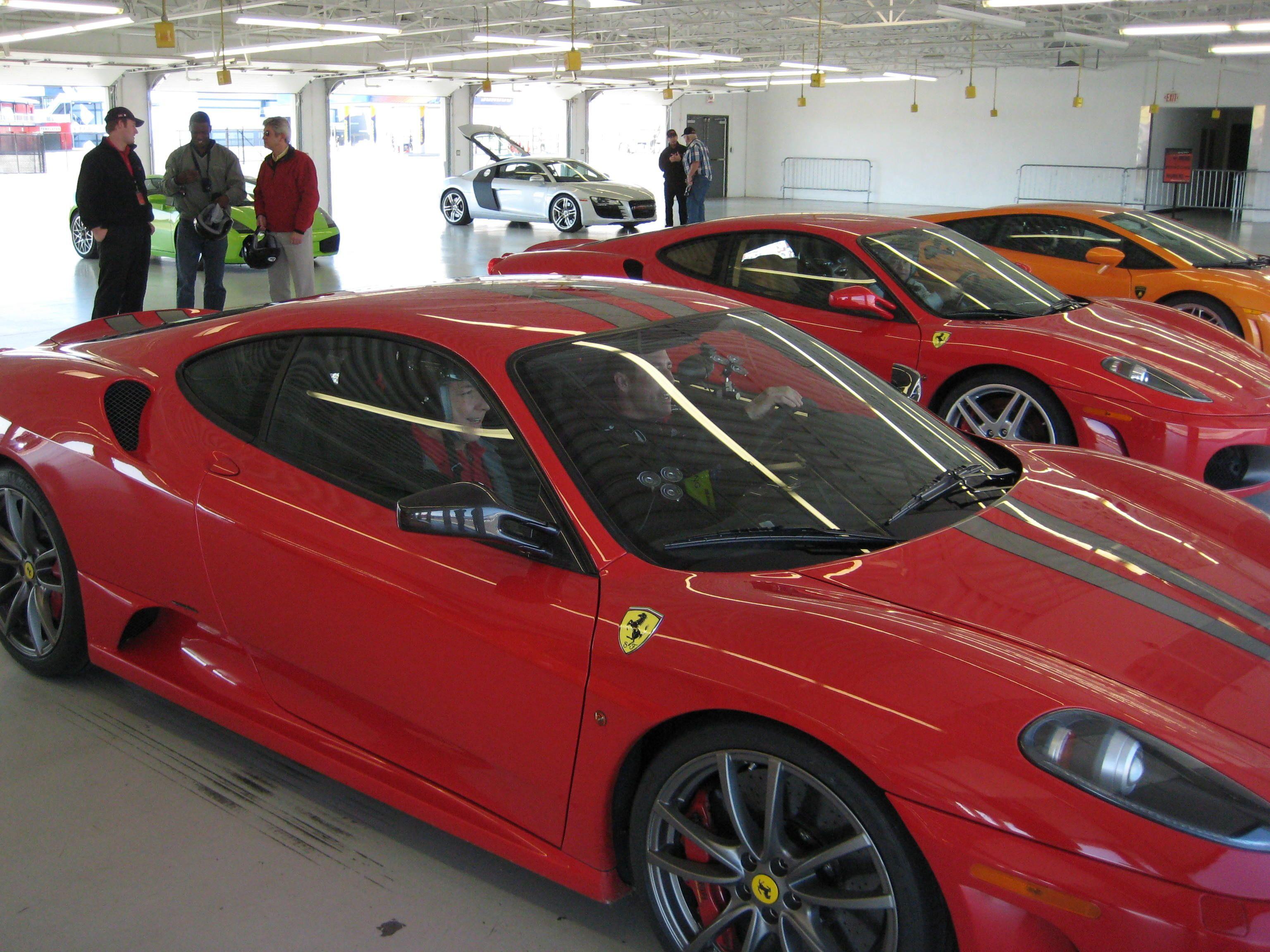Já se imaginou em Las Vegas assumindo o volante de uma Ferrari