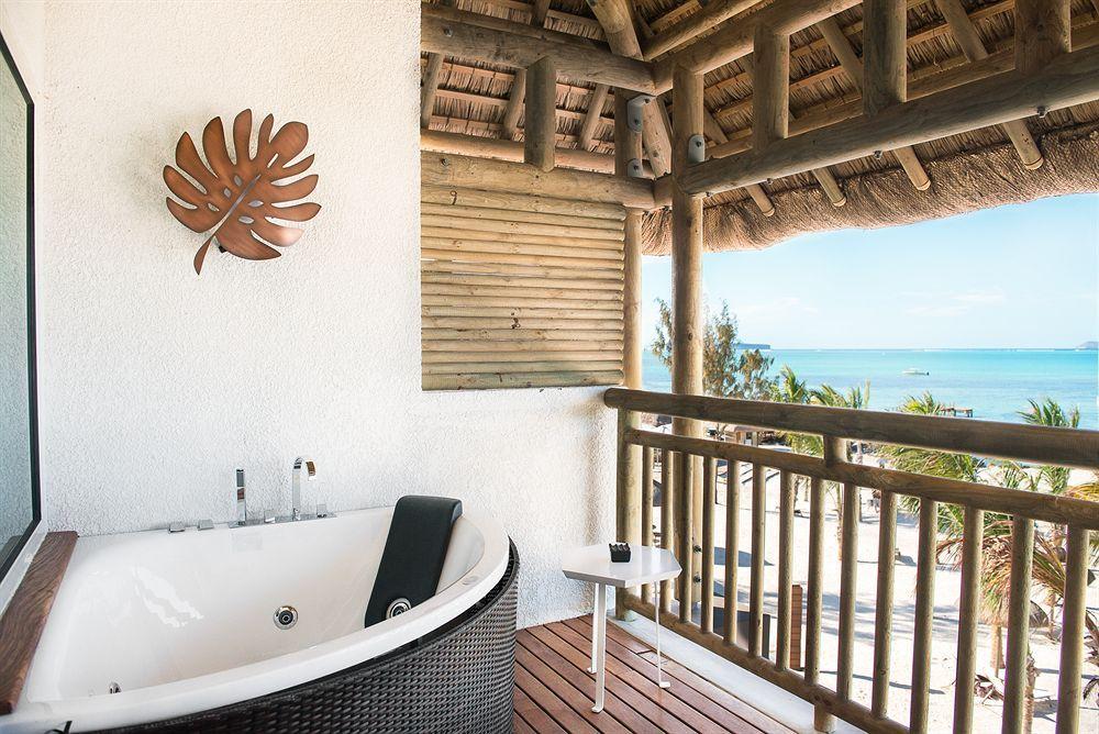 zilwa attitude, calodyne, junior suite, beachfront (privilege), deep