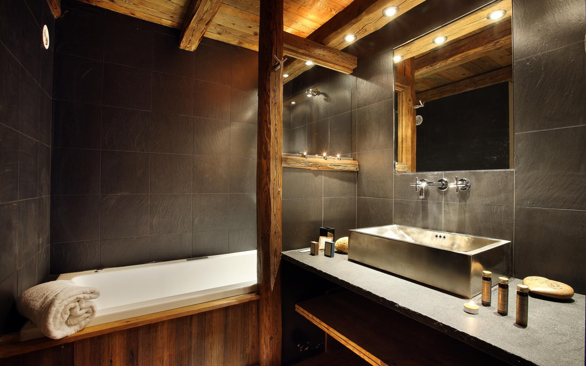Bagno in pietra e legno idee case canuto mrustic for Case in legno e pietra