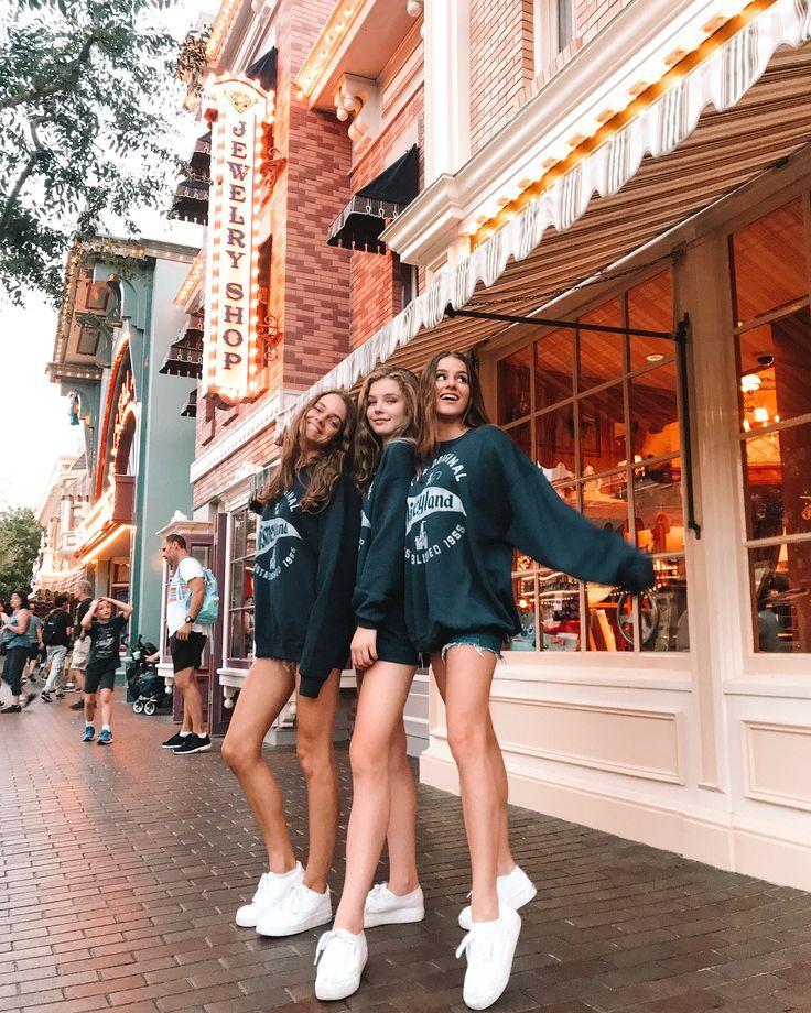 Photo of Disneyland Photos 2019 – haben sich in letzter Zeit gut geschlagen. passende Sweatshirts ist der Umzug. – Disneyland Pin
