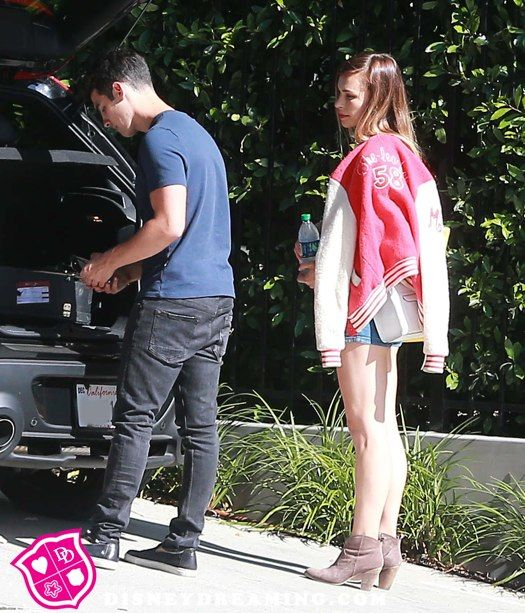 A Chivalrous Joe Jonas Picks Up His Girlfriend Blanda Eggenschwiler
