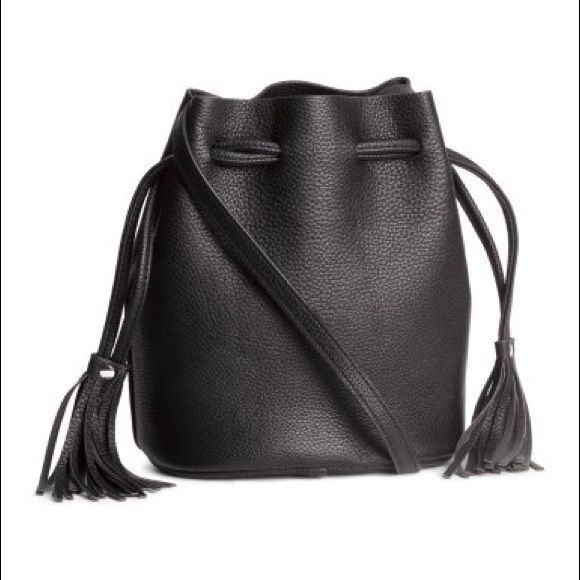 Black Bucket Shoulder Bag ✨NEW✨ It was a Xmas present but I already own one similar❣Never used. bag in grained imitation leather with a drawstring at the top and an adjustable shoulder strap. Size 7 3/4 x 9 3/4 in. H&M Bags