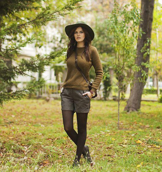 Catarzi Hat, Oliveclothing Sweater, Massimo Dutti Bag, Mango Shorts, Hotic Brogues