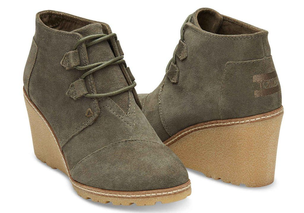 c202e01b828 TOMS TARMAC OLIVE SUEDE AND FAUX CREPE WEDGE WOMENS DESERT WEDGE BOOTIES