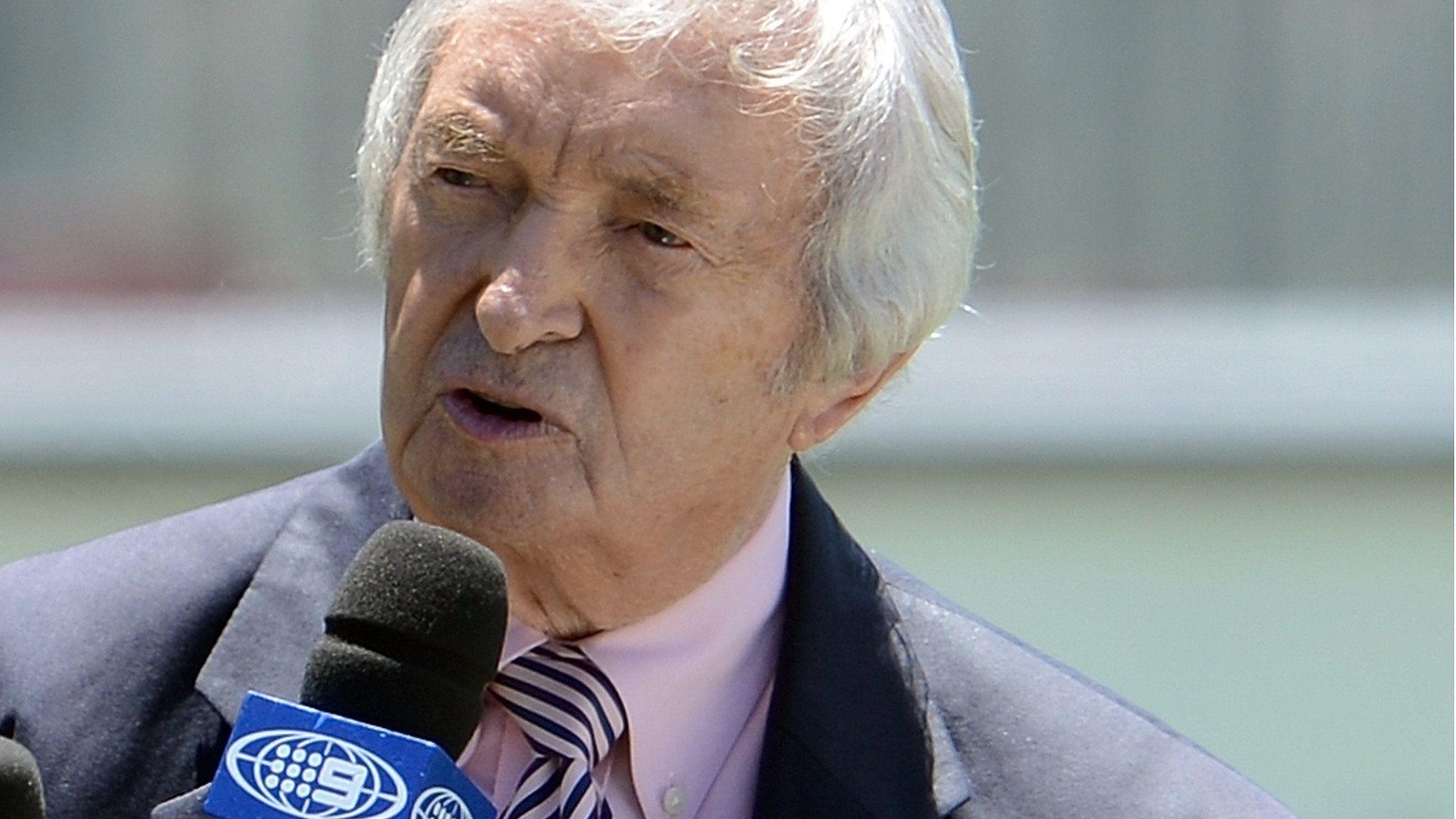 Richie Benaud World pays tribute to cricket legend