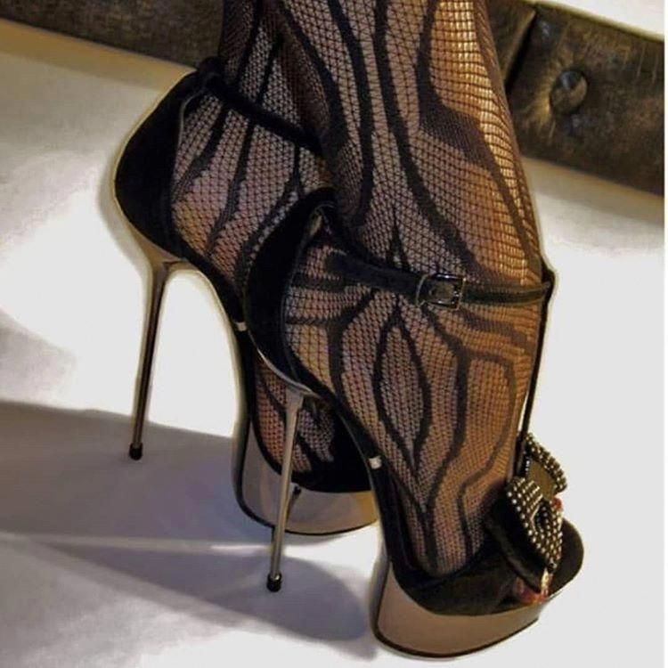 Plus size ladies's shoes used to be extremely difficult to discover  Many women would need to find professional shops and wait on orders for their size  However, Larger feet are no longer considered to be abnormal as they as soon as were  Hothighheels is part of Heels -