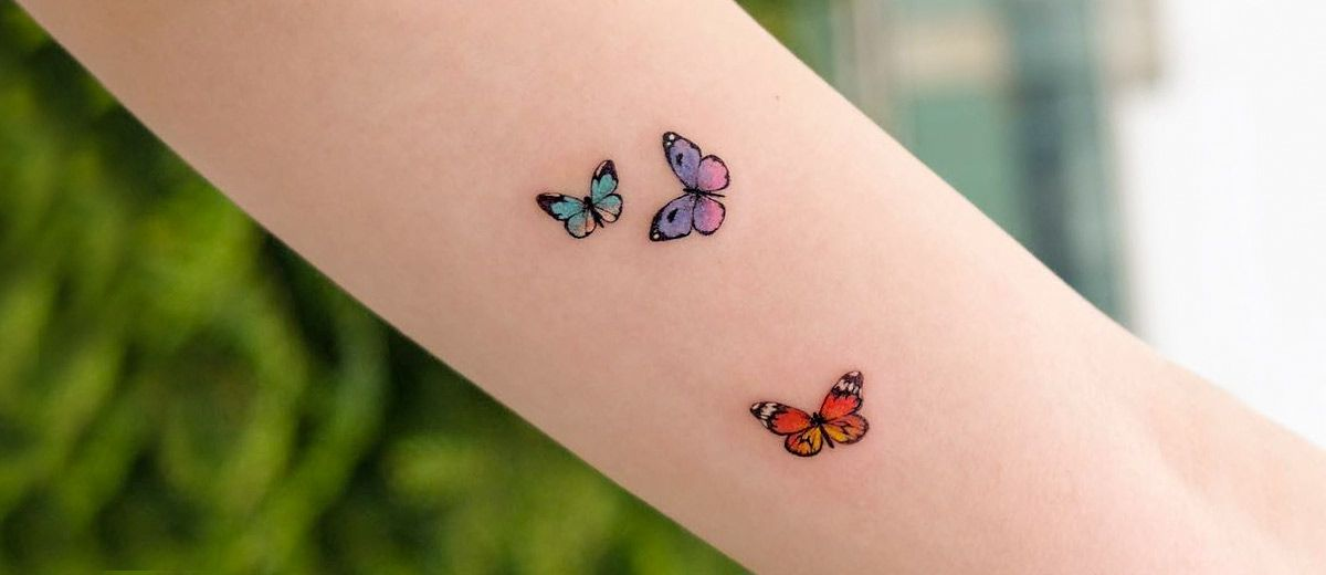 Beautiful And Meaningful Butterfly Tattoo Guide Tiny Butterfly Tattoo Butterfly Tattoo Simple Butterfly Tattoo