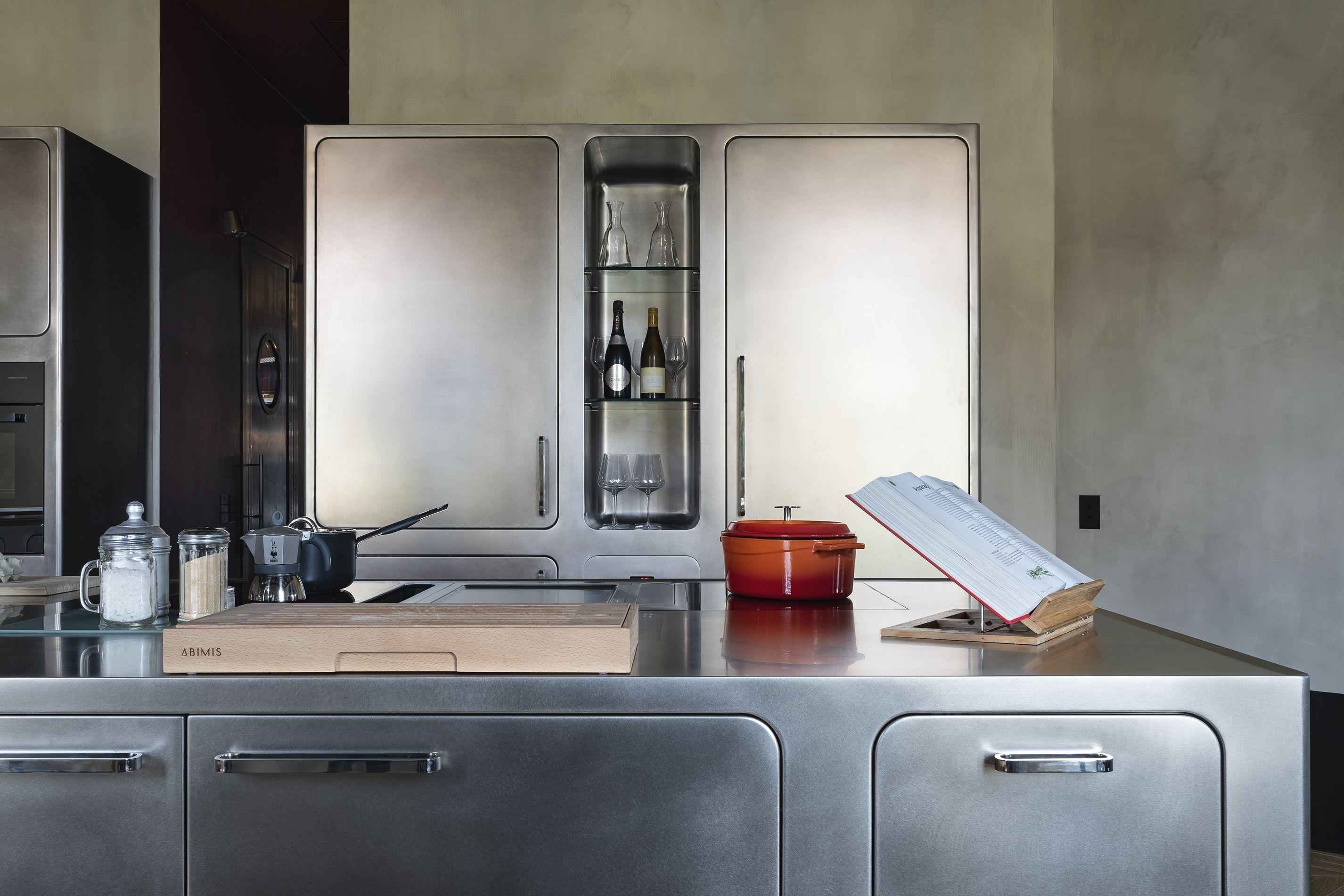 Stainless steel luxury Ego kitchen by Abimis.   modern industrial decor kitchen stainless steel #Abimis #StainlessKitchen #DesignKitchen #Design #Architecture #ArchiLovers #LoveDesign #Projects #ArchiProjects #Steel #Stainless #ModernKitchen #IndustrialStyle #IndustrialChic #Luxury #LuxuryKitchen #LuxuryHome #Cucine #CucineDiDesign #CucineInAcciaio #AcciaioInox