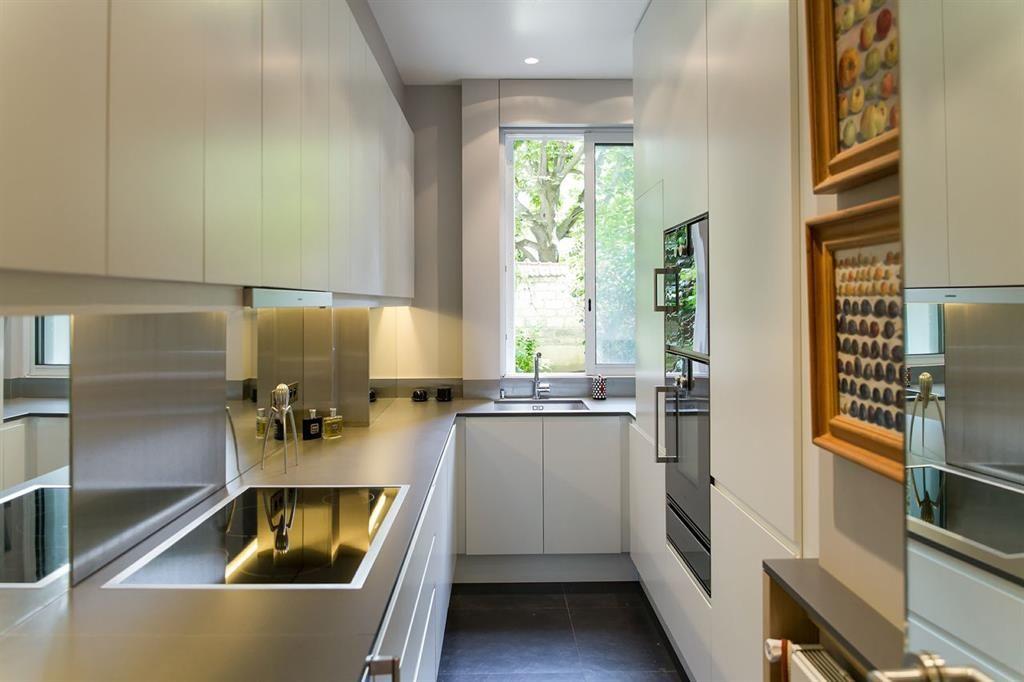 amenagement cuisine en couloir uq46 jornalagora. Black Bedroom Furniture Sets. Home Design Ideas