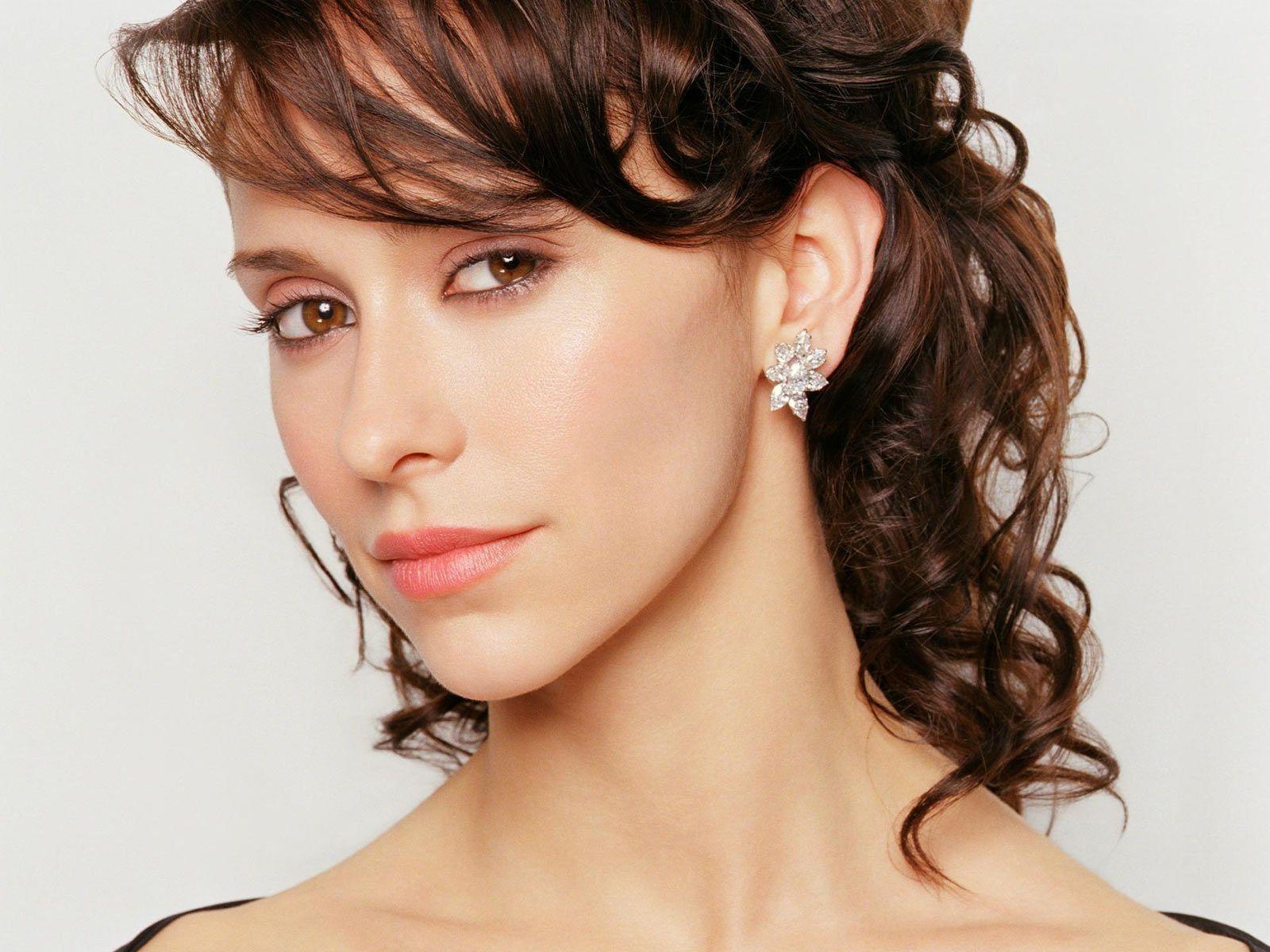 Jennifer Love Hewitt Hairstyles 2013 11
