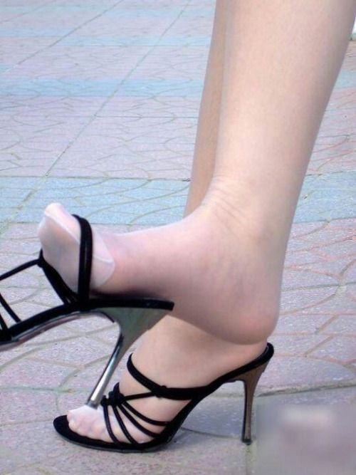 d6bac51b161c Pin by Joe Fire on Pantyhose-Toes-Feet-Heels