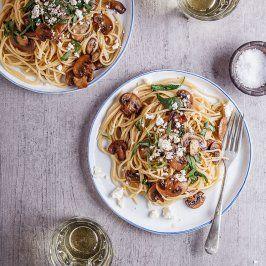 Cogumelo de manteiga de alho e espaguete espinafre - Simply Delicious