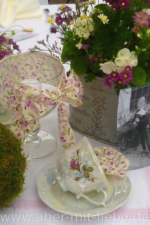 #Vintagedeko, Hochzeitsdeko, Tischdekoration, Blümchenporzellan, Mooskugel  www.aber-mit-liebe.de/galerie.php?kat=Vintage