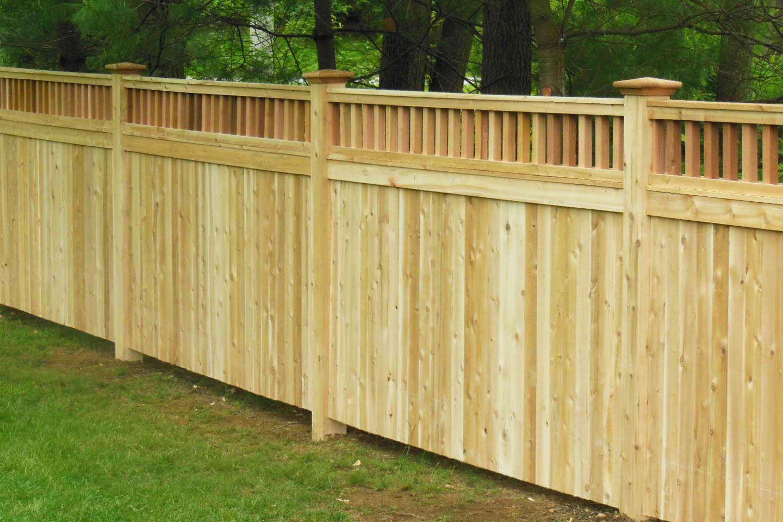 Inexpensive Alternative Design For Craftsman Style Privacy Fence Craftsman Privacy Fence In 2020 Privacy Fence Designs Privacy Fence Panels Wood Fence Design