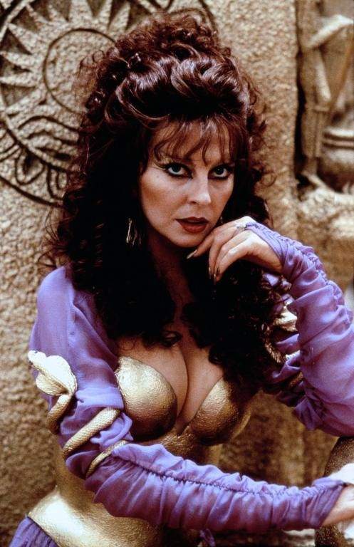 Cassandra Peterson As Sorais In Allan Quatermain And The Lost City