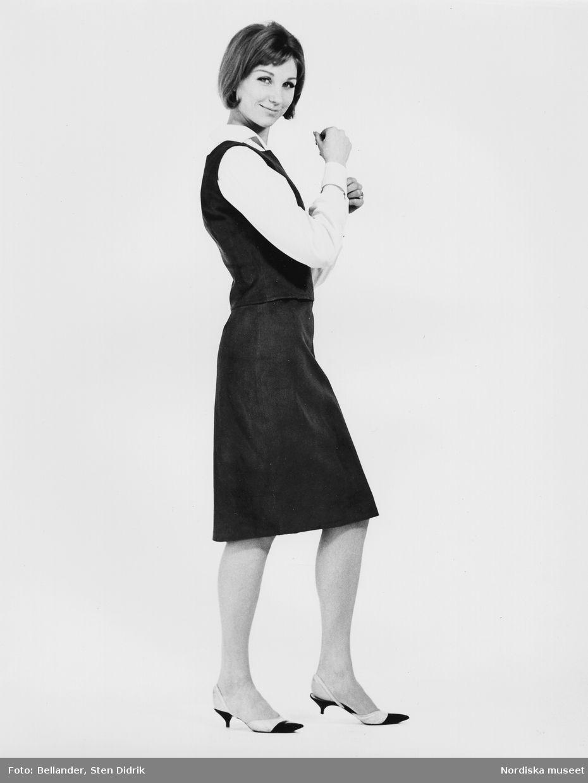 1960-1965. Modell klädd i blus 2f834ea8be61b