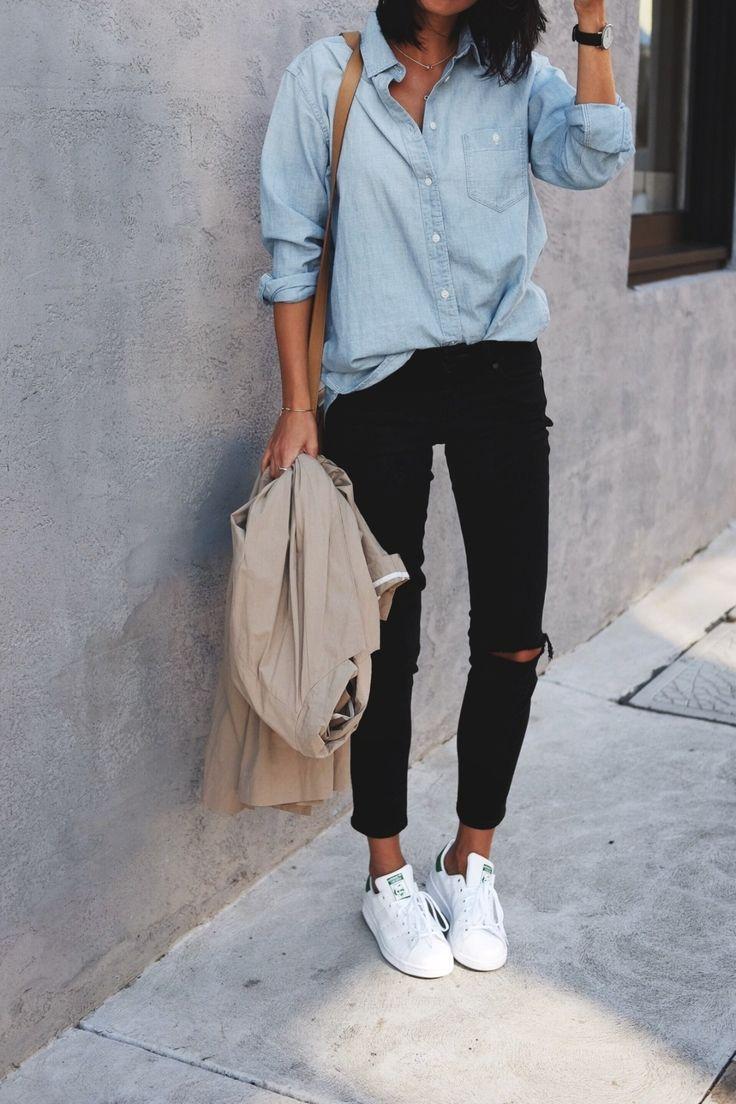 Stan Smith, schwarze Jeans und ein Jeanshemd. Schon das Sneaker-Outfit ist für die Damen :) , #jeans #jeanshemd #outfit #schon #schwarze #smith #sneaker #shoegame