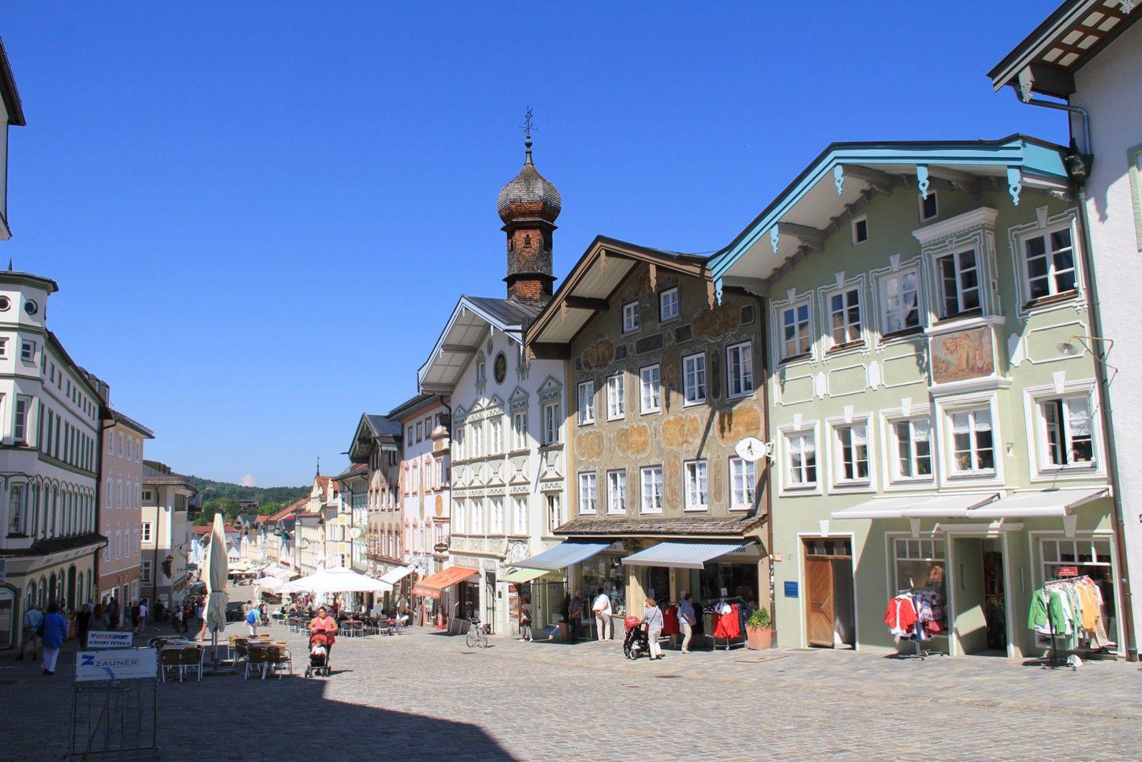 Gestern, nach einer gewittrigen Woche, schon der zweite Tag mit Sonnenschein und angenehmen Temperaturen. Mit der  Bayerischen Oberlandbahn...