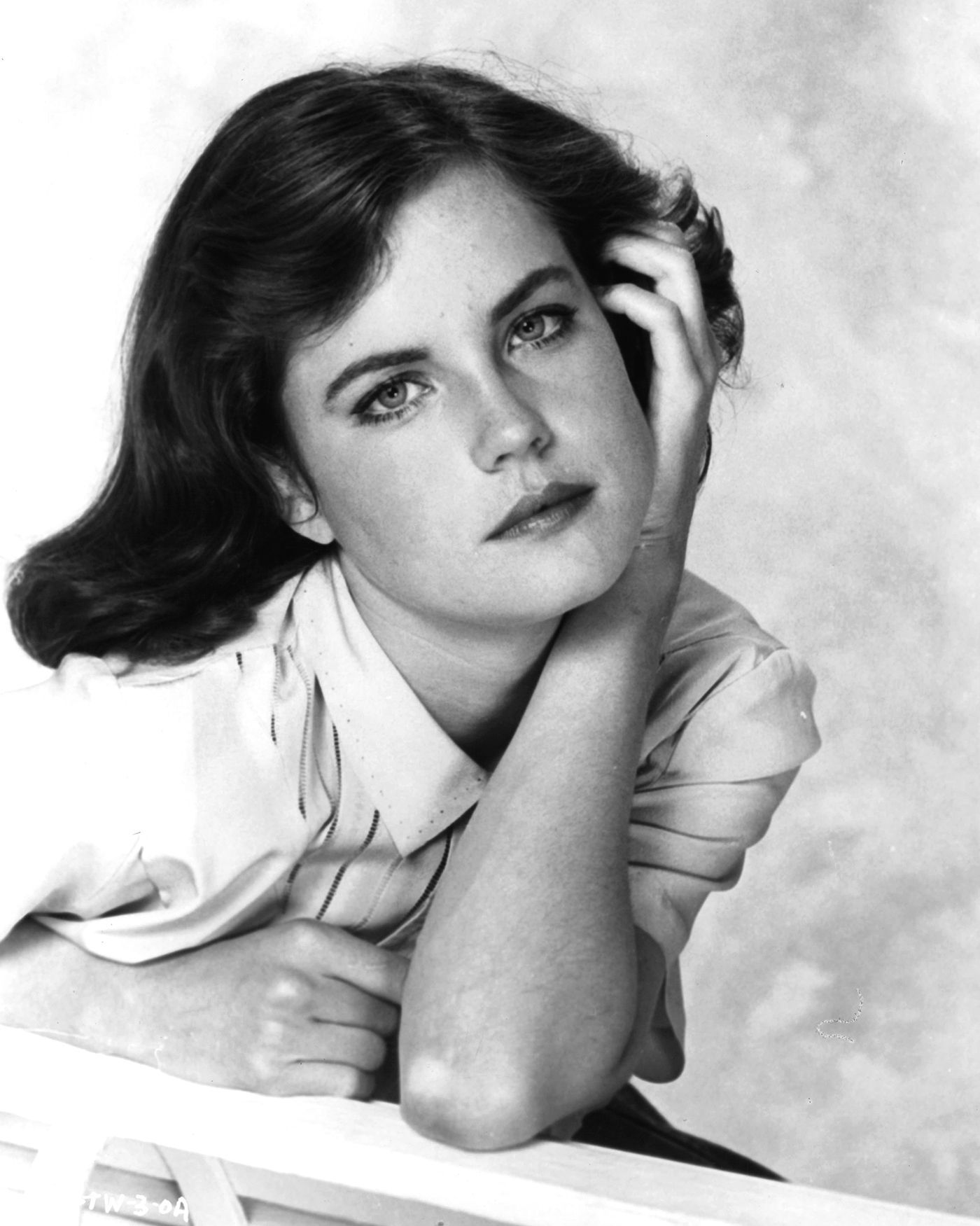 Elizabeth McGovern Nude Photos 79