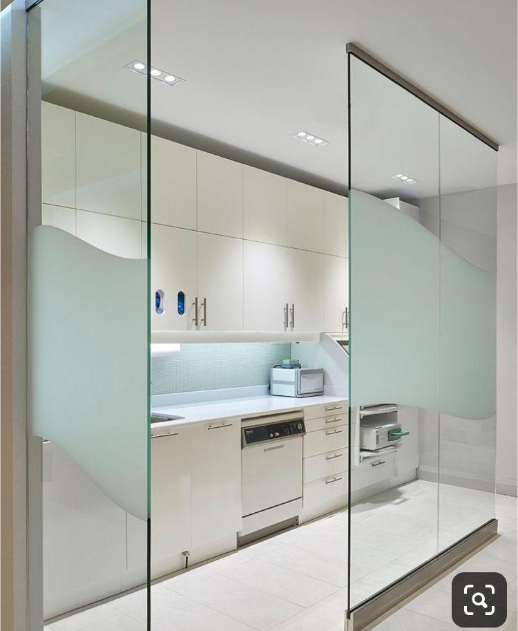 Pin De Zahra En Commercial Muebles Para Consultorio Dental Diseno De Consultorio Medico Diseno De Interior Para Clinicas