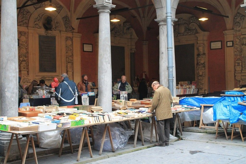 love these typical french book and poster sellers on the streets