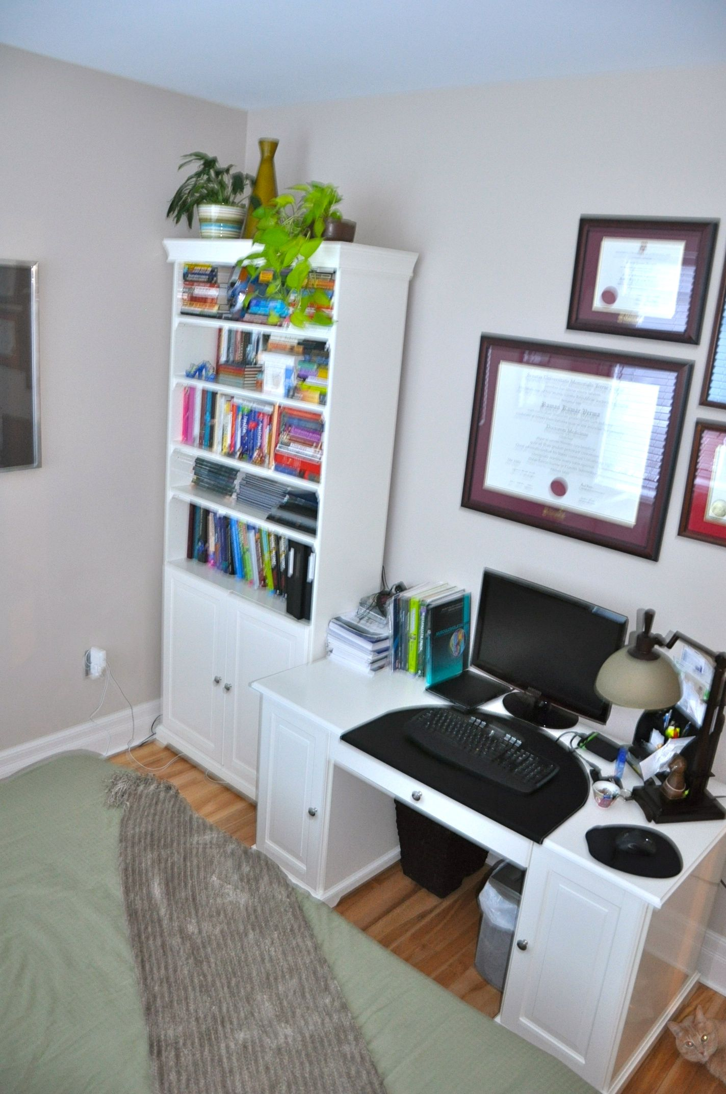 Current spare bedroom office spare room ideas for Spare bedroom office ideas