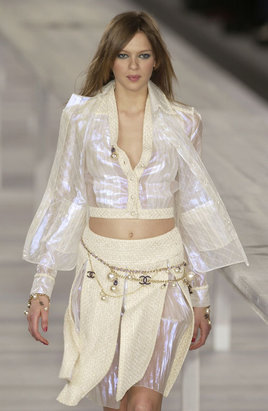 http://www.livingly.com/runway/Chanel/Paris Fashion Week Spring 2004/tTp3EWLfo5e