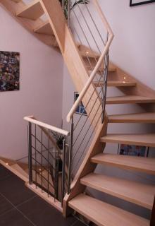 treppe in esche mit va gel nder und led treppen pinterest gel nder treppe und led. Black Bedroom Furniture Sets. Home Design Ideas