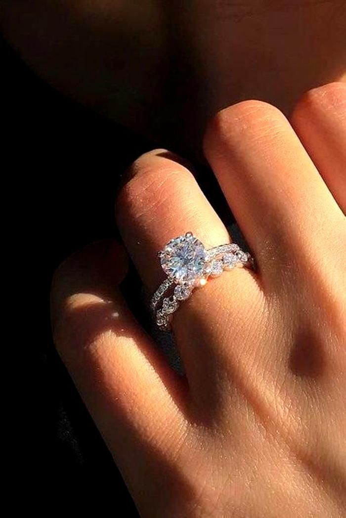 Pin By Beatriz On Top Outfits In 2021 Most Beautiful Engagement Rings Dream Engagement Rings Beautiful Engagement Rings