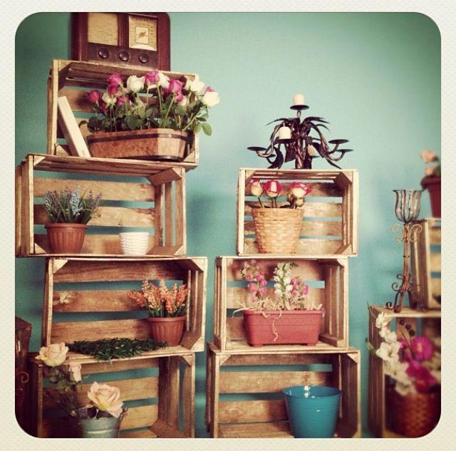 Pared contrastante con objetos ideas espacio for Objetos decoracion jardin