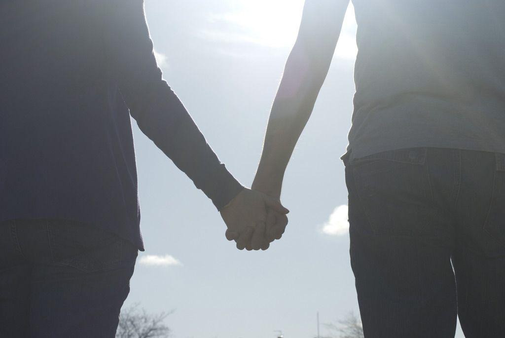 フリー画像素材] 人物, カップル / 夫婦 / 恋人, 二人, 手をつなぐ ID:201405110000   手をつなぐ, 恋人, 夫婦