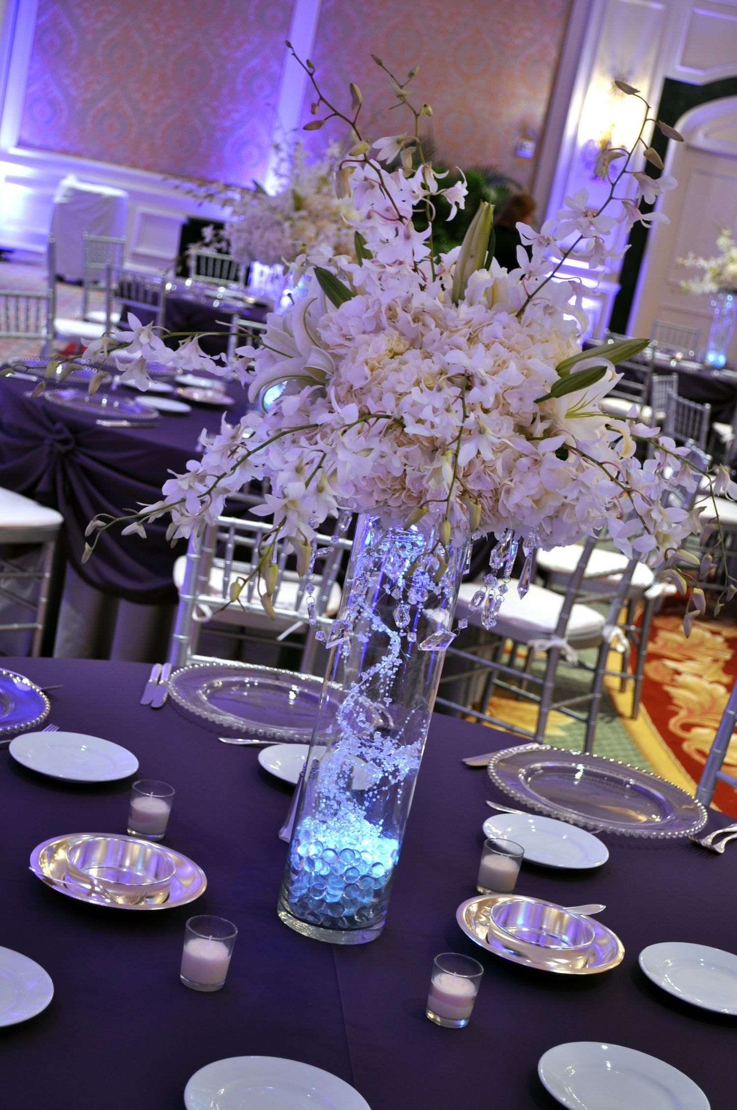 White Sparkle Tall Cylinder Vase Uplights This All White Centerpiece Of White Hydrangea Lilies