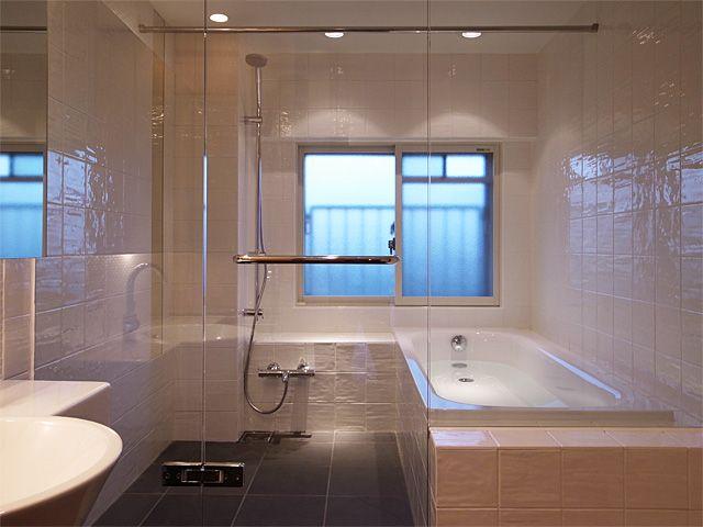 ガラス張りの浴室 バスルーム 家 お風呂