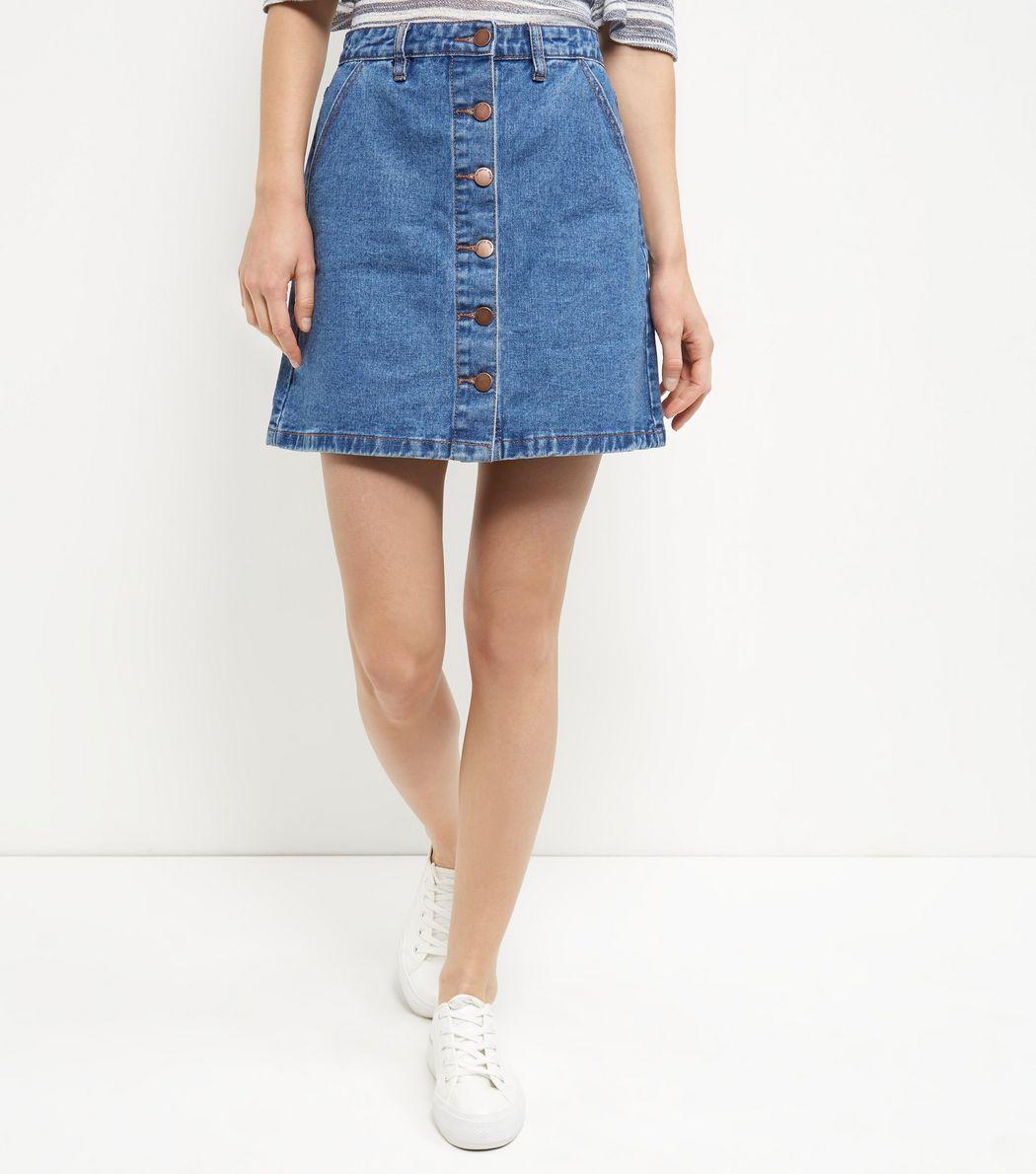 Jupe trapèze en jean bleue boutonnée à l'avant